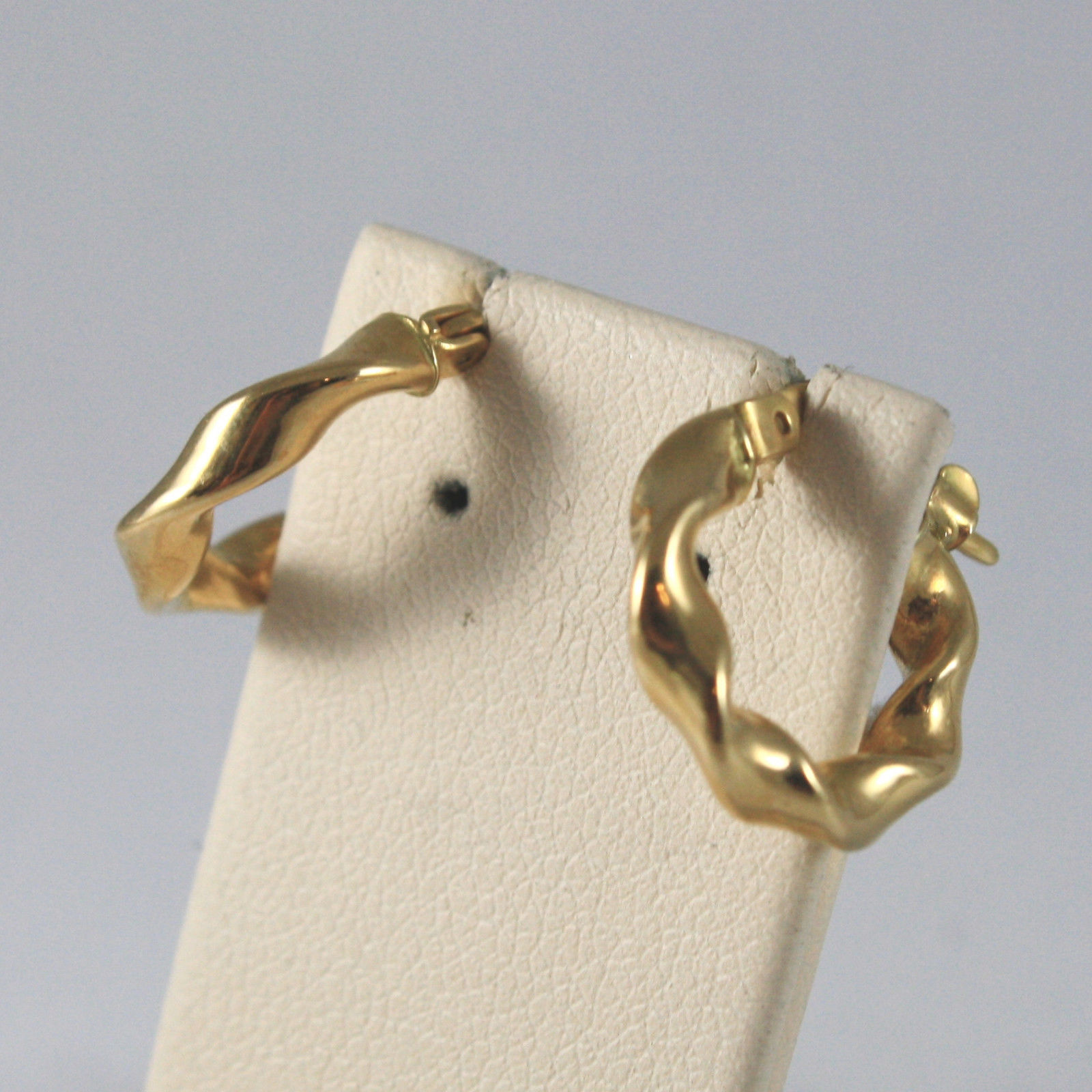 SOLID 18KT. YELLOW GOLD CIRCLE EARRINGS, WITH BRAID WORKED,