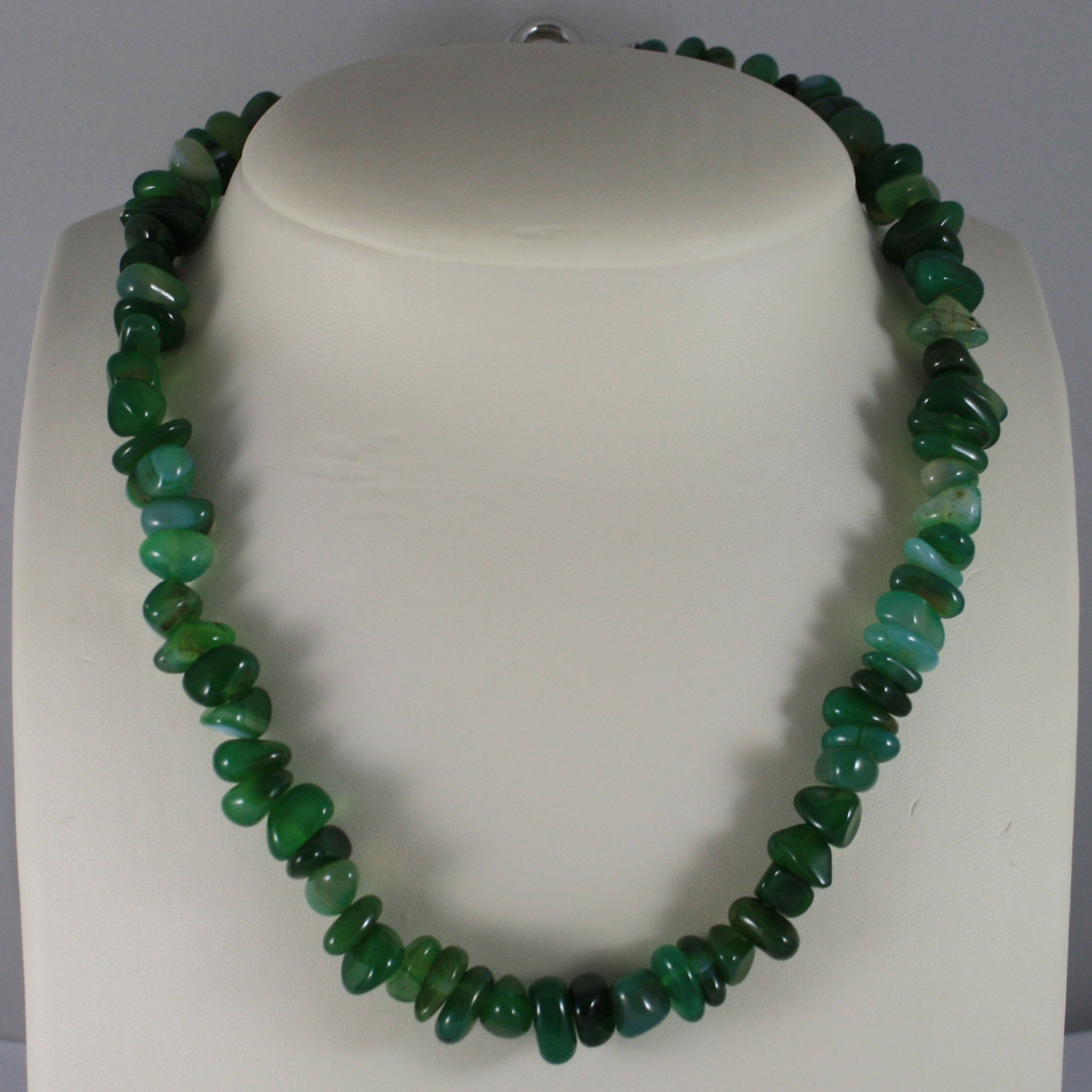 .925 RHODIUM SILVER NECKLACE WITH GREEN JADE AND CLOSING  IN SILVER
