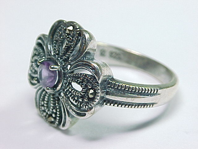 AMETHYST and MARCASITES Vintage RING in Sterling Silver - Size 8 1/4 image 2
