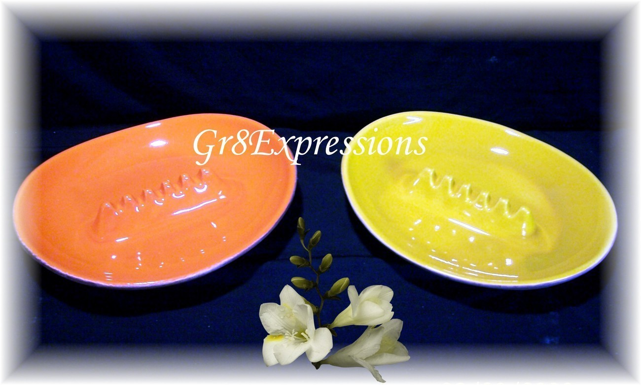 VINTAGE SET/2 RETRO OVAL CERAMIC ASHTRAYS ORANGE/YELLOW