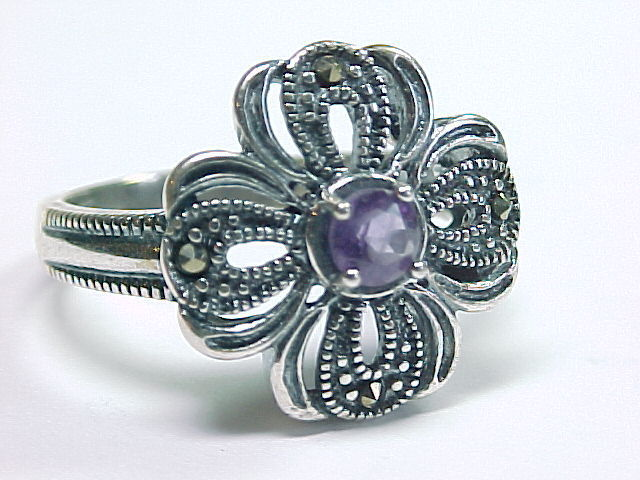 AMETHYST and MARCASITES Vintage RING in Sterling Silver - Size 8 1/4 image 3