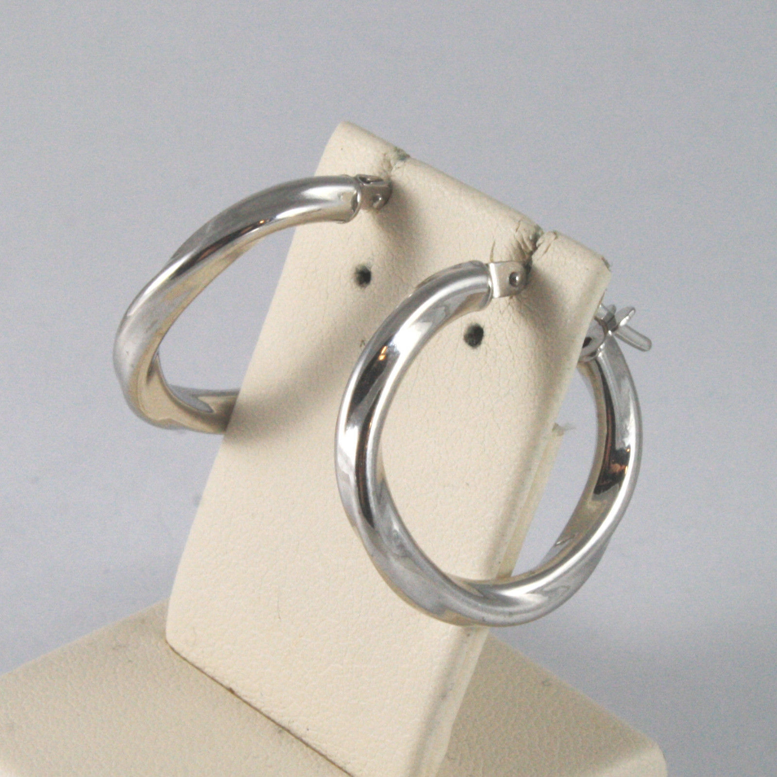 SOLID 18KT. WHITE GOLD CIRCLE, TWISTED EARRINGS DIAMETER 0,87 IN MADE IN ITALY