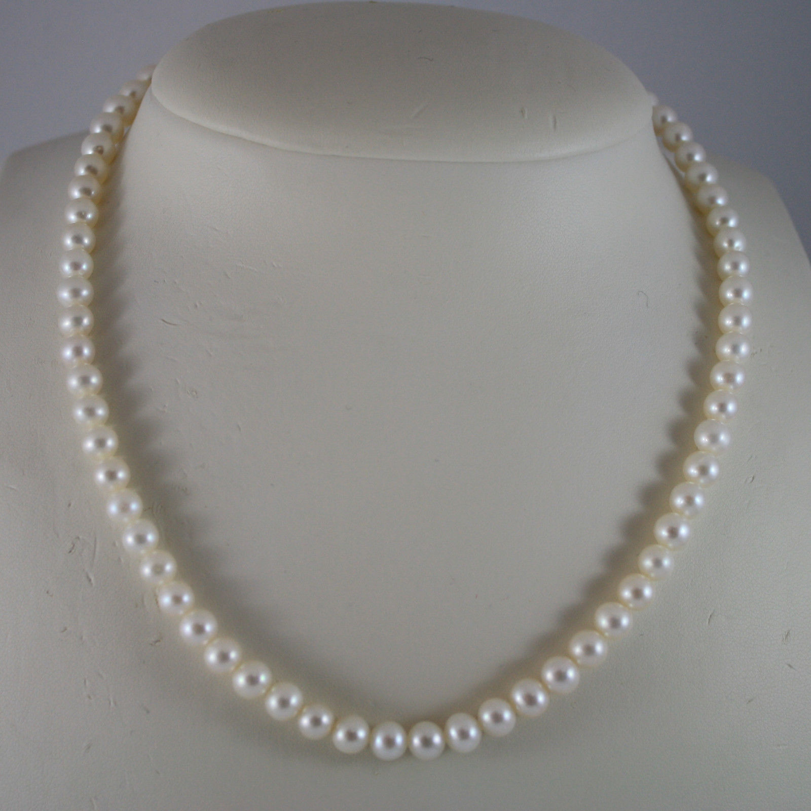 NECKLACE WITH WHITE PEARLS DIAM. 0,2 IN, 18KT 750 WHITE GOLD CLOSURE LENGTH 17,1