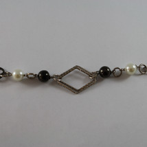 .925 SILVER RHODIUM BURNISHED NECKLACE WITH SYNTHETIC WHITE PEARLS AND RHOMBUS image 2