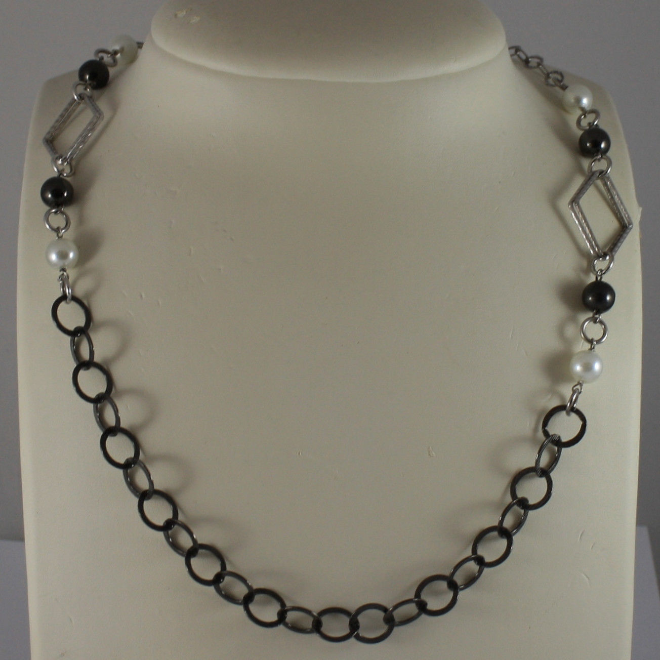 .925 SILVER RHODIUM BURNISHED NECKLACE WITH SYNTHETIC WHITE PEARLS AND RHOMBUS