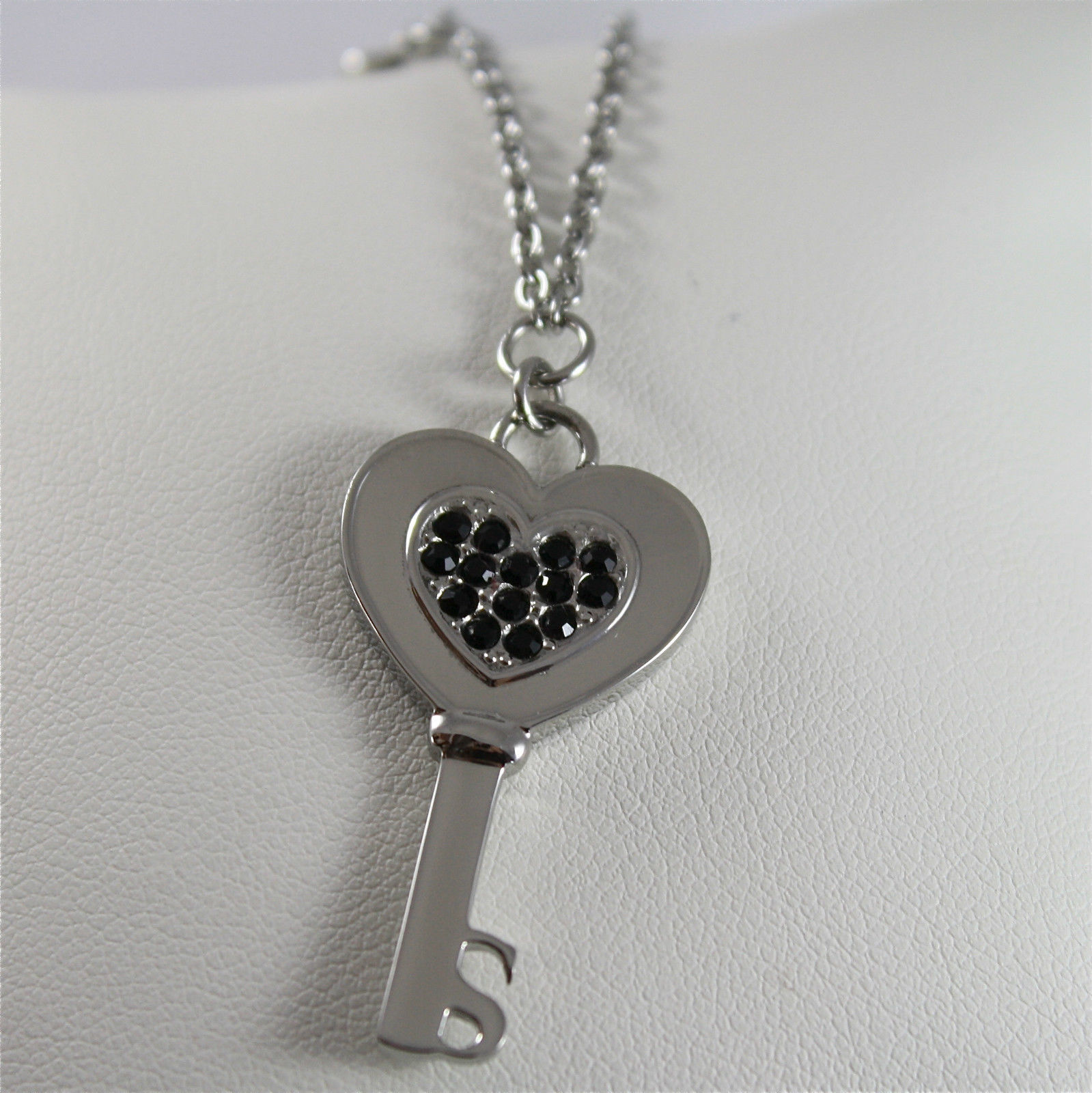 S'AGAPO' NECKLACE, 316L STEEL, HEART KEY SHAPE, BLACK FACETED CRYSTALS.