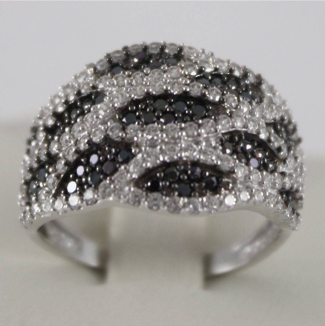 SOLID 18K WHITE GOLD RING WITH WHITE AND BLACK ZIRCONIA, MADE IN ITALY