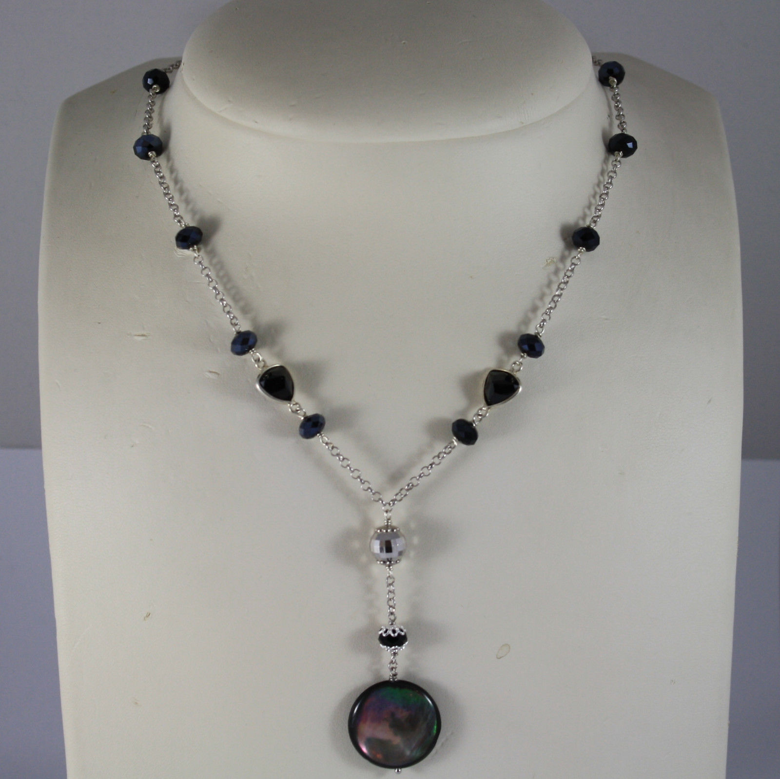 .925 RHODIUM SILVER NECKLACE WITH DISC OF MOTHER OF PEARL AND BLACK CRYSTALS