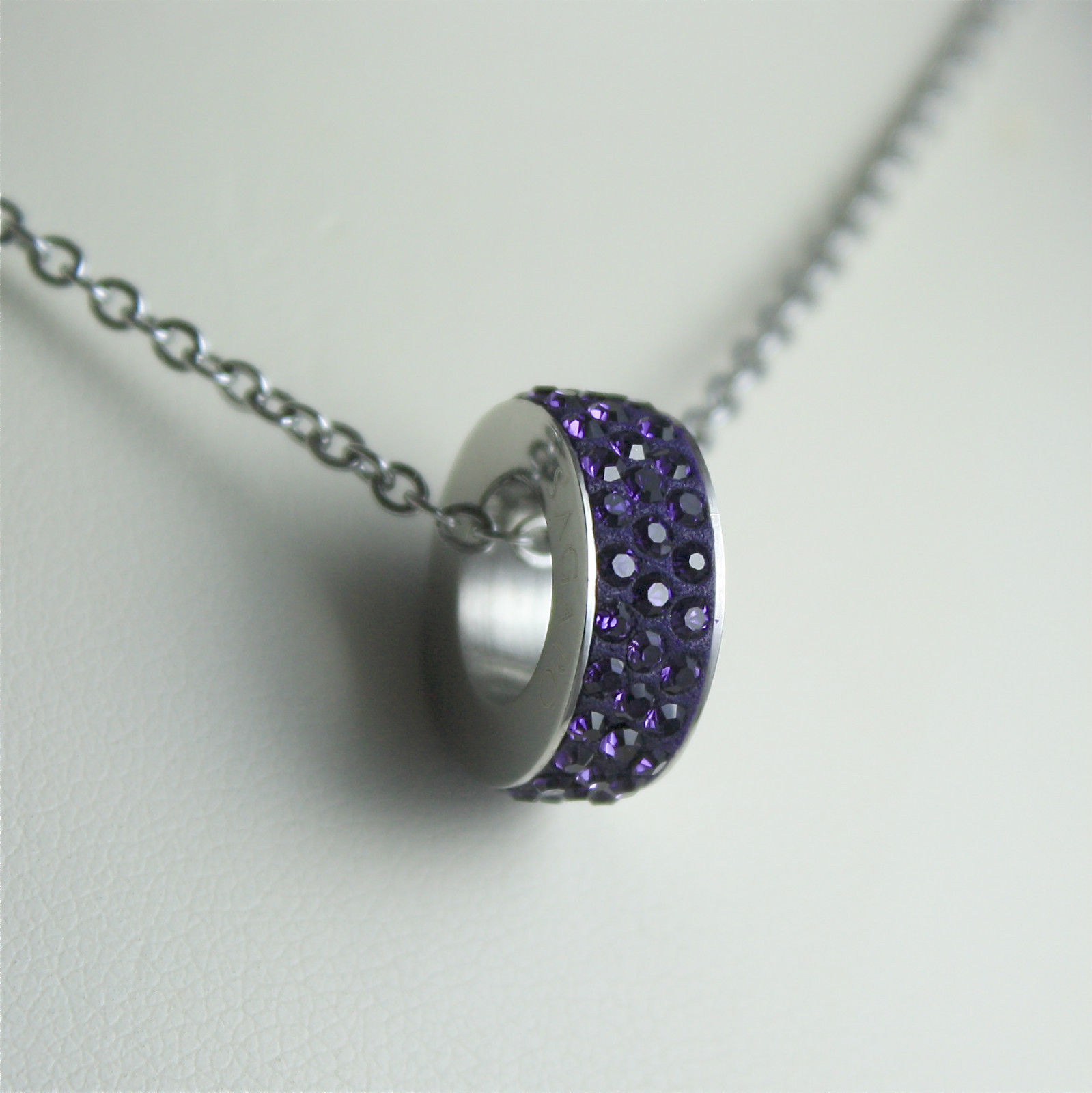 S'AGAPO' NECKLACE, 316L STEEL, VIOLET PENDANT WITH FACETED CRYSTALS.