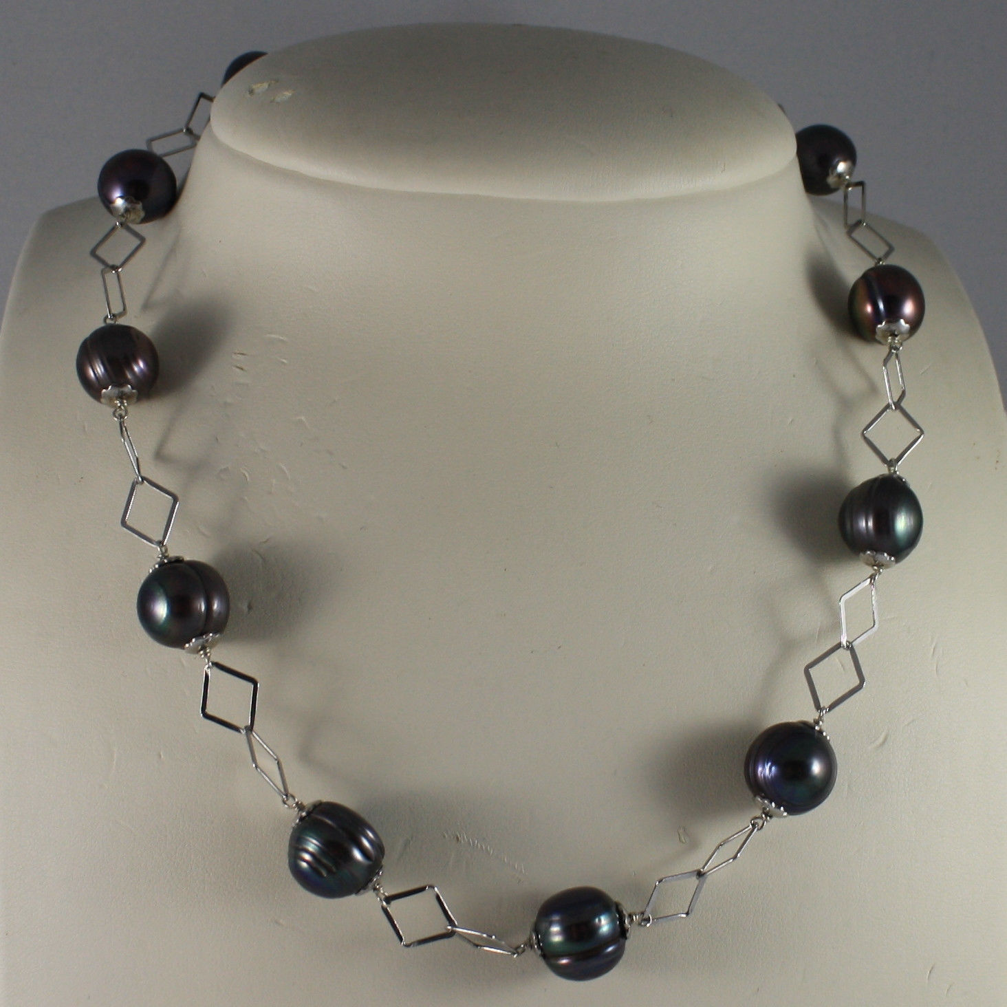 .925 SILVER RHODIUM NECKLACE WITH GRAY PEARLS AND RHOMBUS MESH