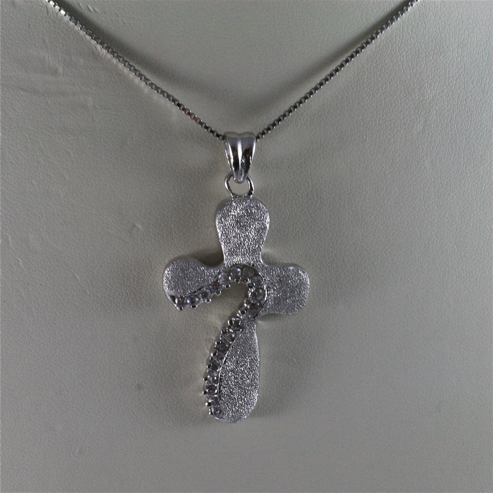 .925 SILVER RHODIUM NECKLACE 15,75 In, DIAMOND-PROCESSED CROSS, FACETED ZIRCONIA