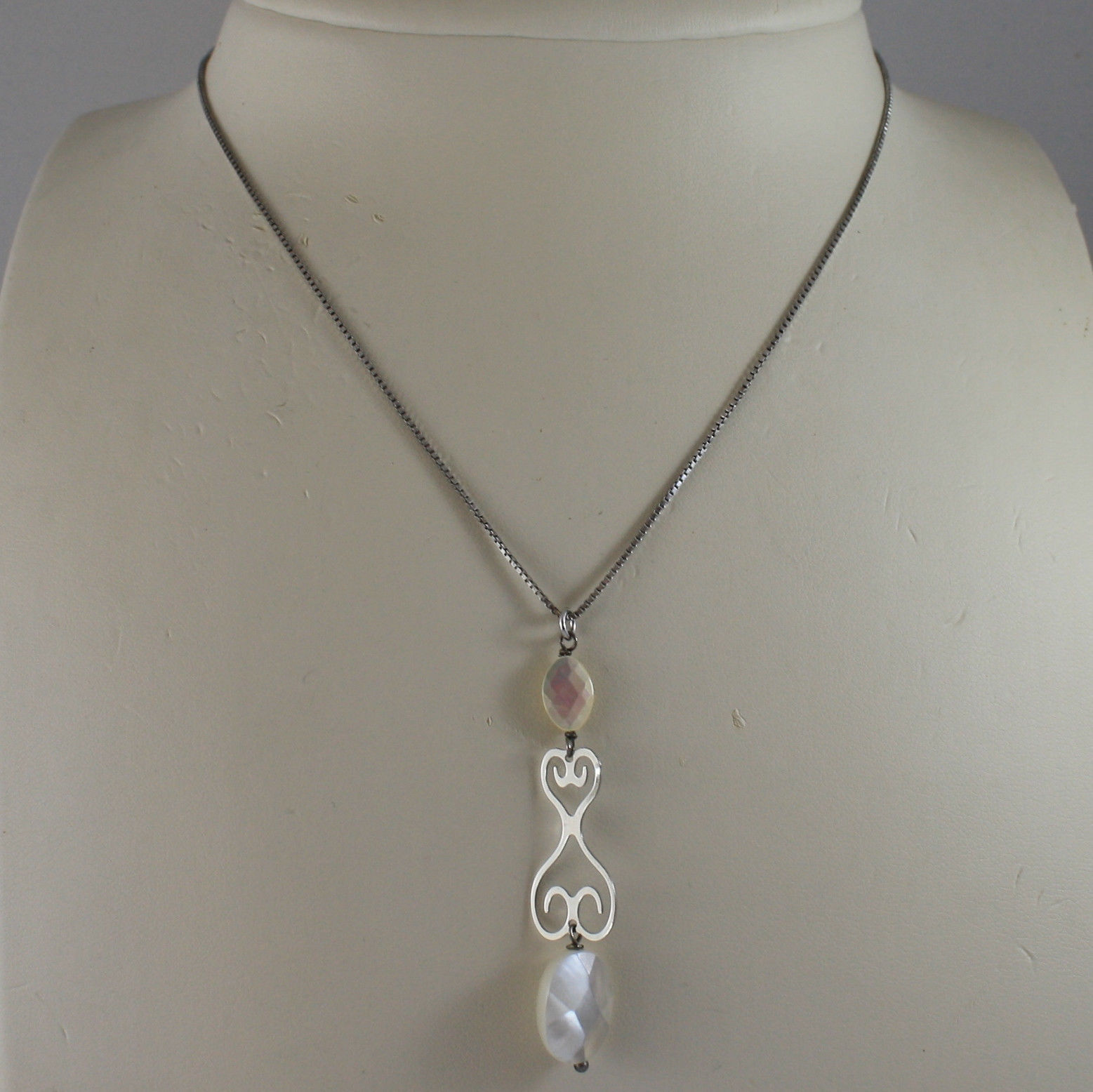 .925 SILVER RHODIUM NECKLACE WITH OVAL MOTHER OF PEARL