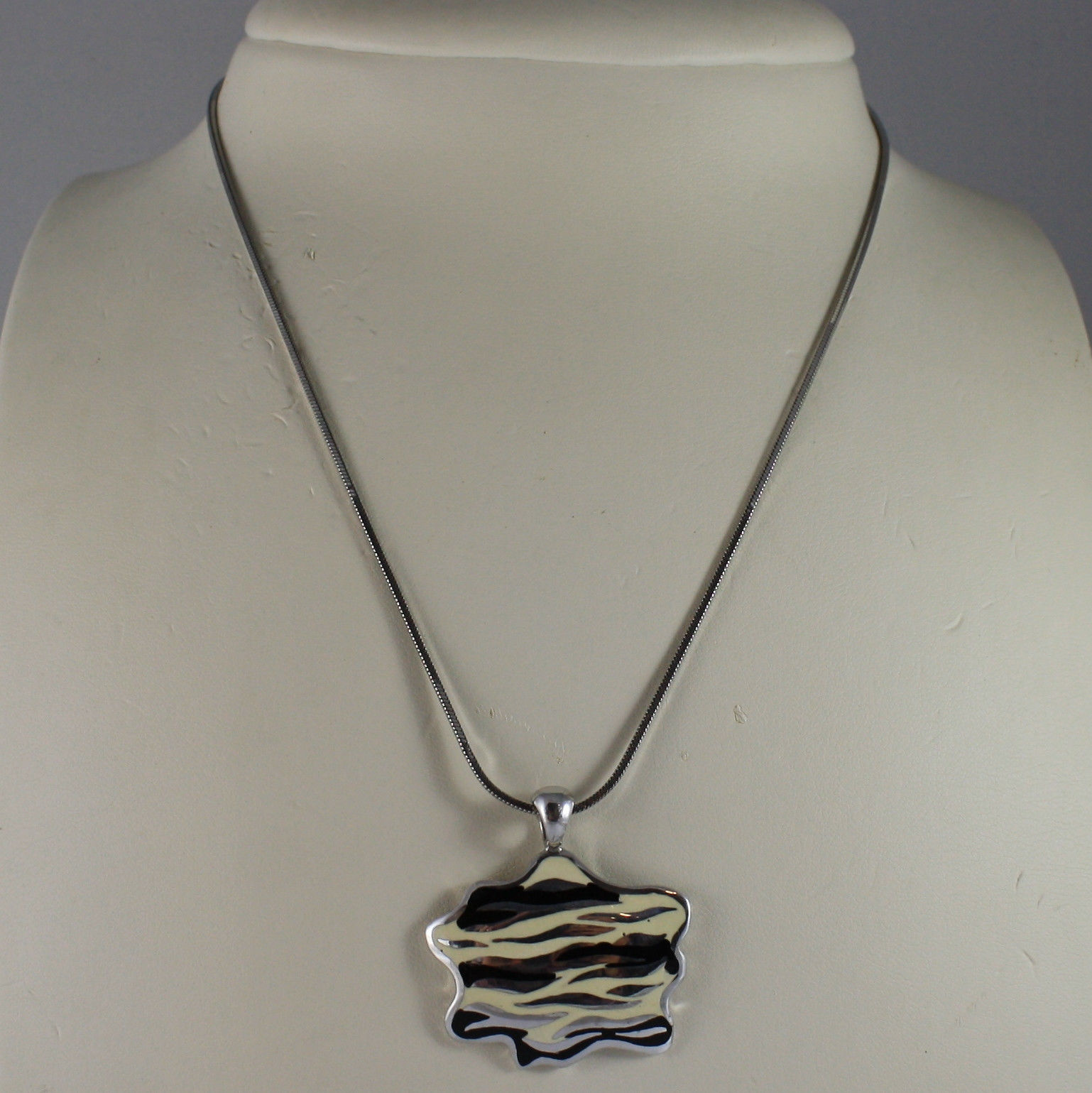 .925 SILVER RHODIUM NECKLACE WITH GLAZED PLATE