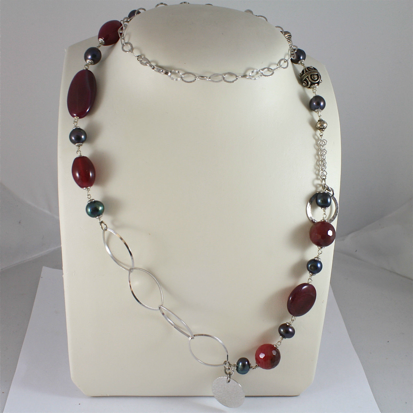 .925 RHODIUM SILVER NECKLACE WITH BLACK PEARLS AND RED AGATE, ROUND MEDAL