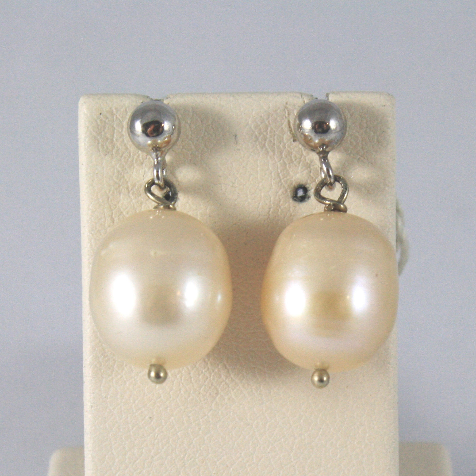 SOLID 18K WHITE GOLD EARRINGS, WITH PEARLS, LENGTH 0,87 INCHES, MADE IN ITALY.