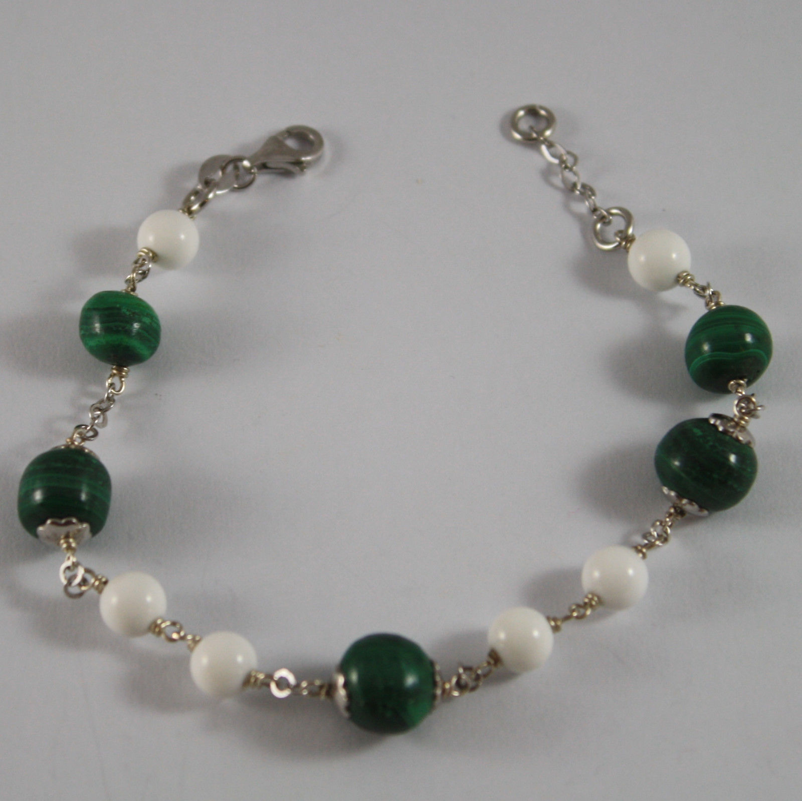 .925 RHODIUM SILVER BRACELET WITH GREEN MALACHITE AND WHITE AGATE