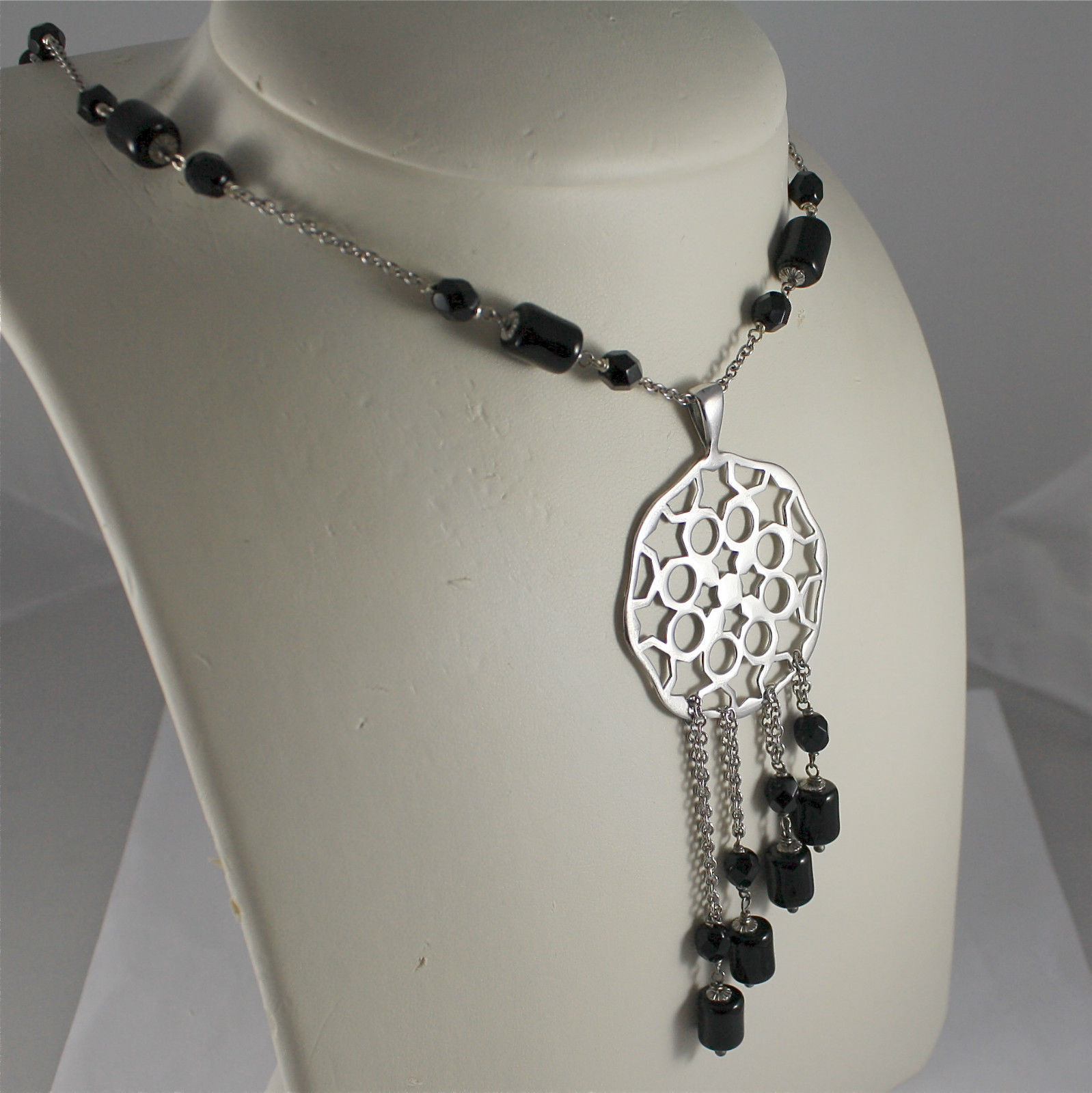 .925 RHODIUM SILVER NECKLACE, BLACK ONYX, SILVER ROUND CENTRAL.