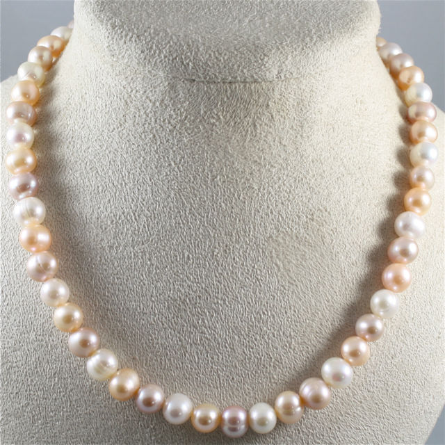 NECKLACE WITH WHITE, ROSE AND PURPLE PEARLS AND 18K 750 WHITE GOLD CLOSURE