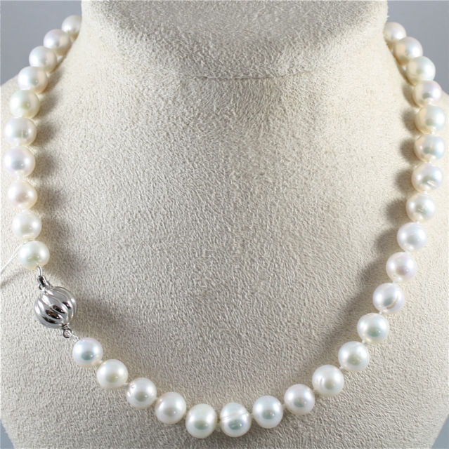 NECKLACE WITH WHITE PEARLS DIAMETER .37 In AND 18K 750 WHITE GOLD CLOSURE