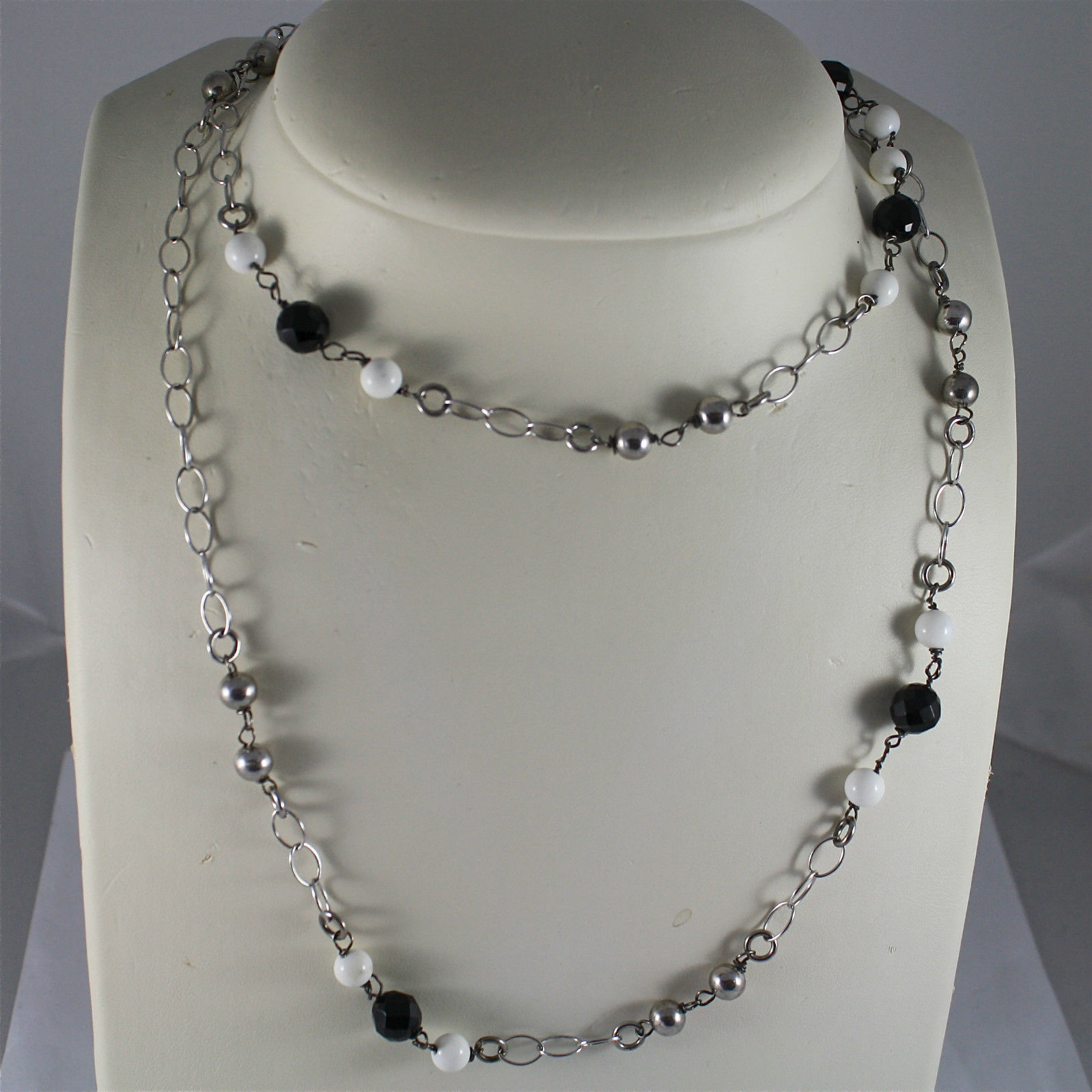 .925 RHODIUM SILVER NECKLACE, BLACK ONYX, WHITE AGATE, SILVER BALLS, OVAL MESH.