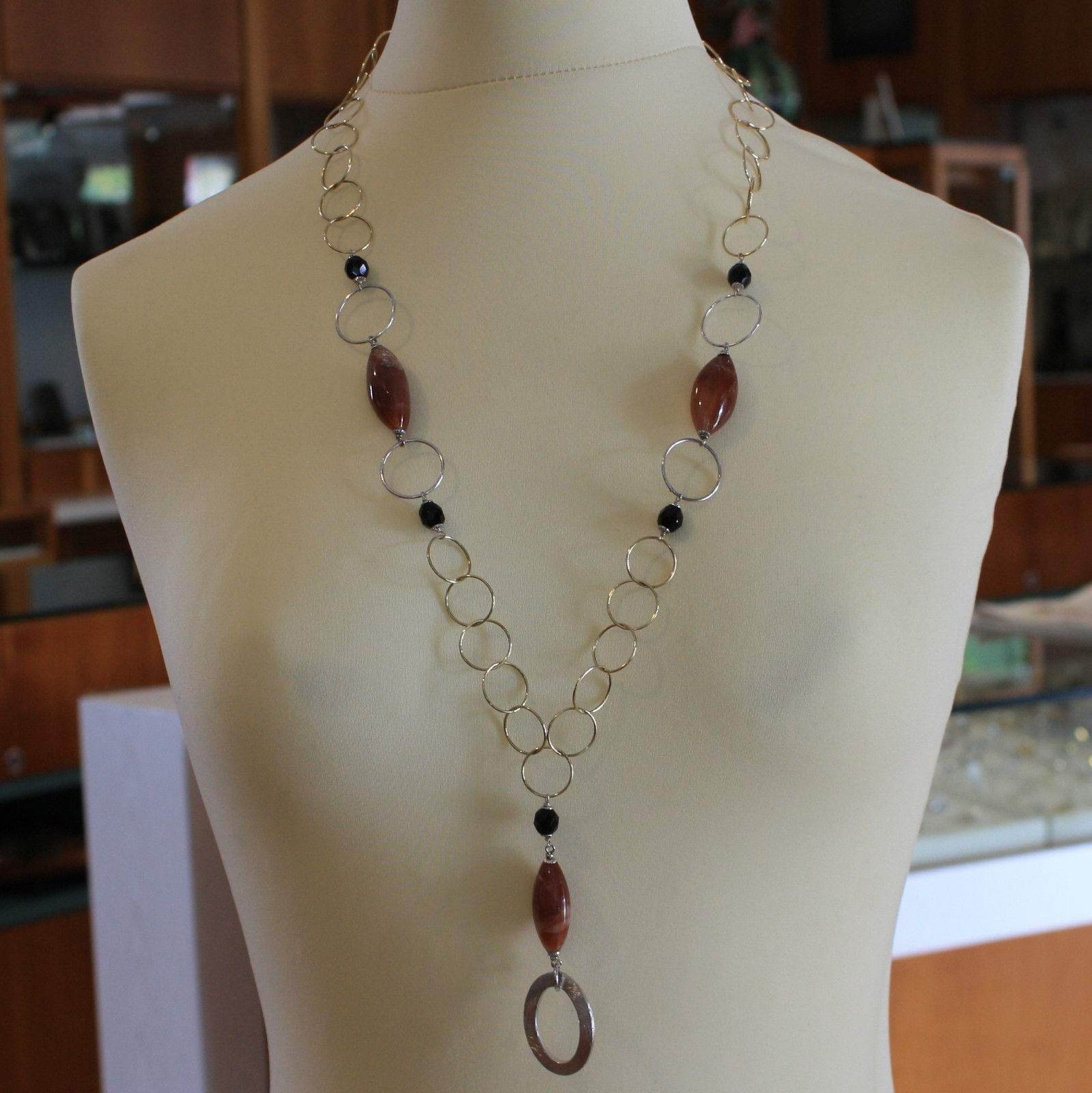 .925 SILVER RHODIUM AND YELLOW GOLD PLATED NECKLACE WITH AGATE, ONYX AND PENDANT