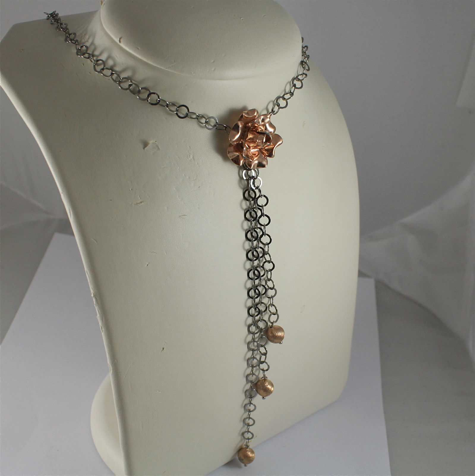 .925 RHODIUM SILVER NECKLACE, SCARF, BURNISHED CHAIN, CENTRAL ROSE, SATIN BALLS