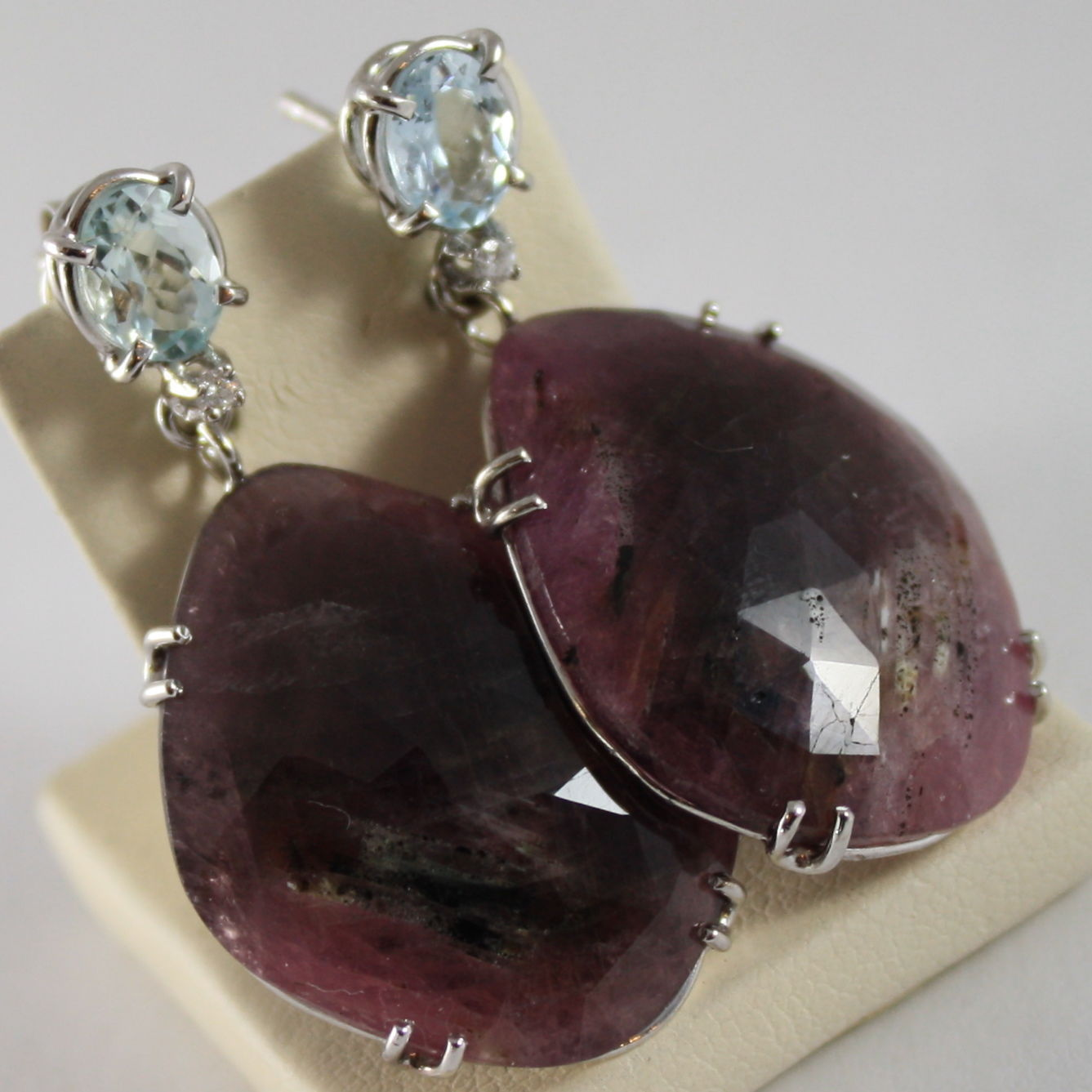 18K WHITE GOLD EARRINGS, DIAMOND CT 0.02, PURPLE SAPPHIRE CT 46, AQUAMARINE 1.40
