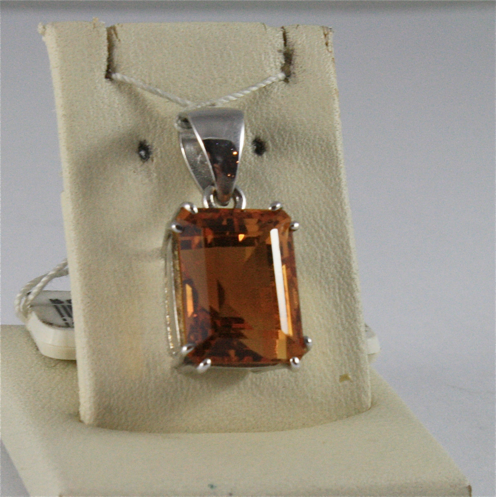 SOLID 18K WHITE GOLD PENDANT, 0,83 In, FACETED SQUARE CUT CITRINE, 8,5 CT STONE.