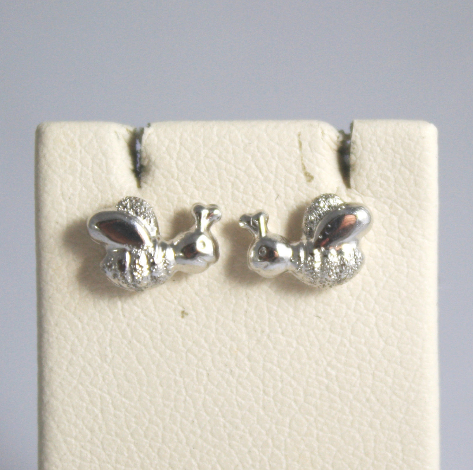 SOLID 18K WHITE GOLD EARRINGS, WITH POLISHED AND SATIN SMALL BEE