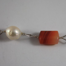 .925 RHODIUM SILVER BRACELET WITH BAROQUE WHITE PEARLS AND ORANGE AGATE image 2