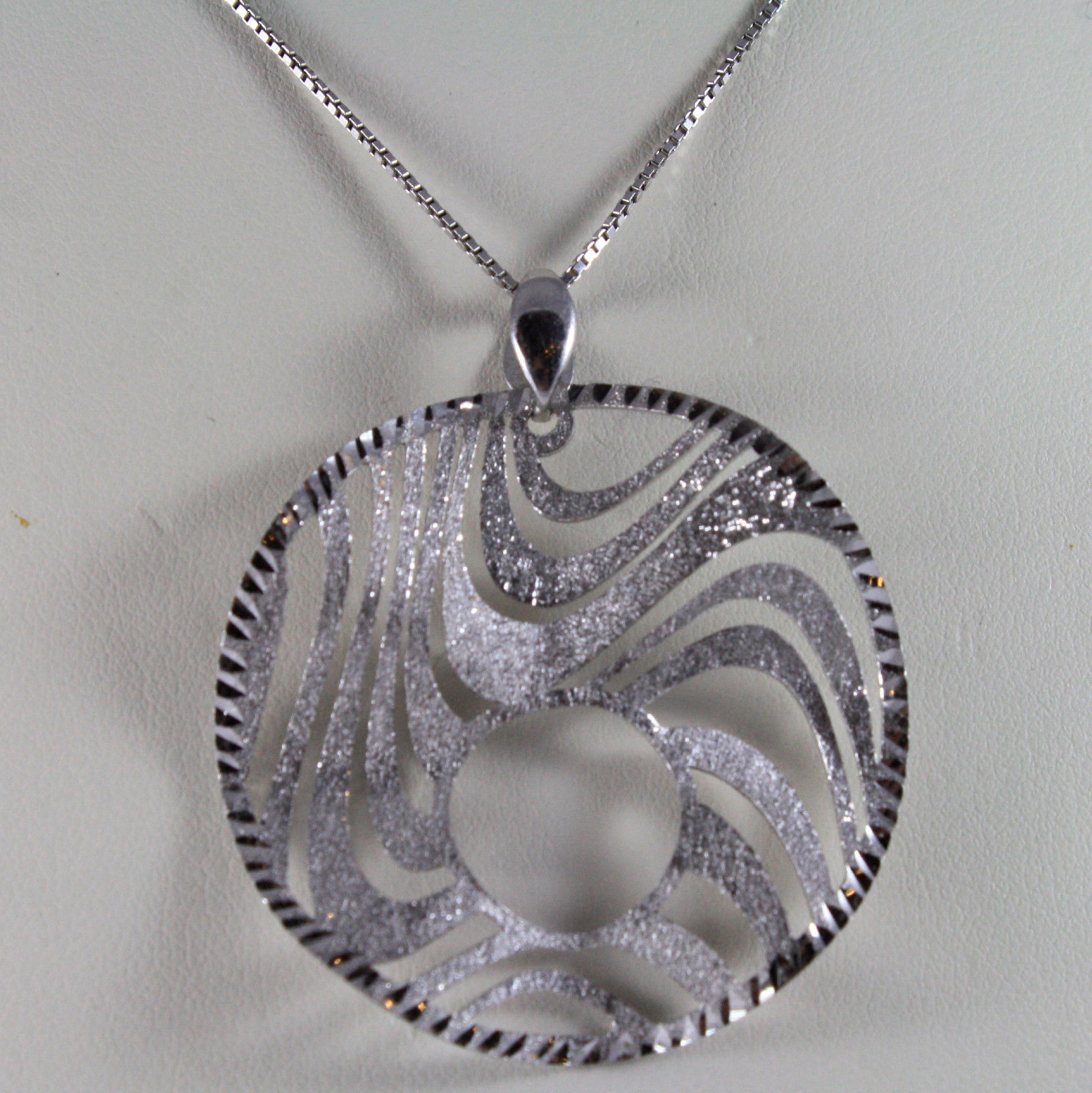.925 RHODIUM SILVER NECKLACE, FASHION STYLE PENDANT, LIGHT AND BRIGHT.