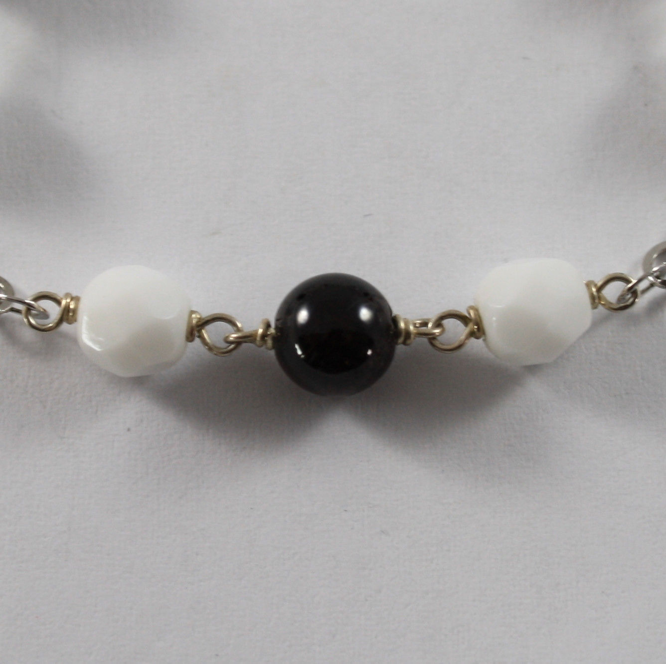 .925 RHODIUM SILVER BRACELET WITH RED GRENADE AND FACETED WHITE AGATE