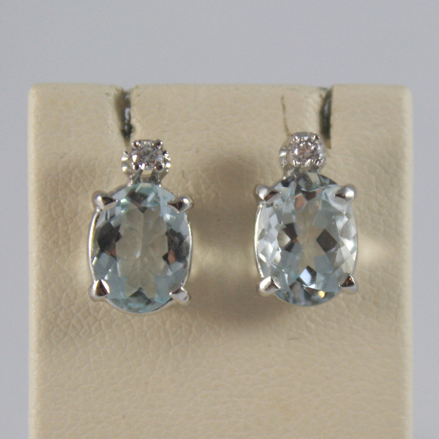 SOLID 18K WHITE GOLD EARRINGS, WITH AQUAMARINE CT. 2,60 AND DIAMONDS CT. 0,04