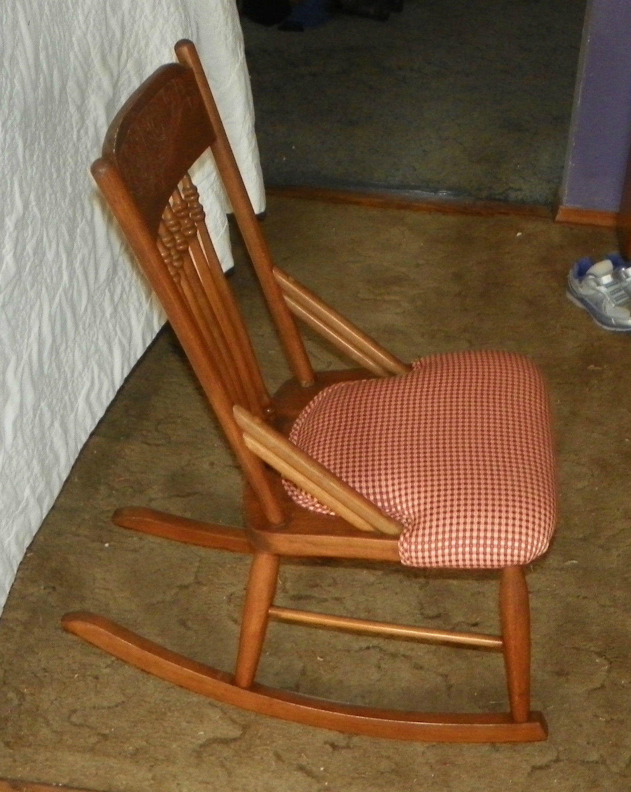 Oak carved sewing rocker rocking chair r post