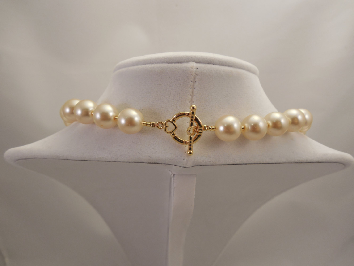 One Strand Embossing Look Cream Glass Pearl Necklace with Sparkle Spacer