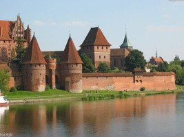 Over 350 Pictures of Castles in Color - $7.99