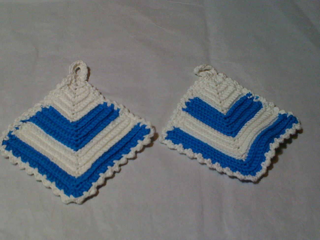 Blue/white potholder set