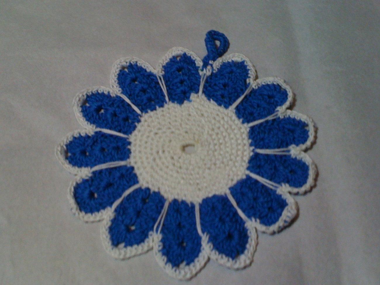 Crochet blue/white floral potholder