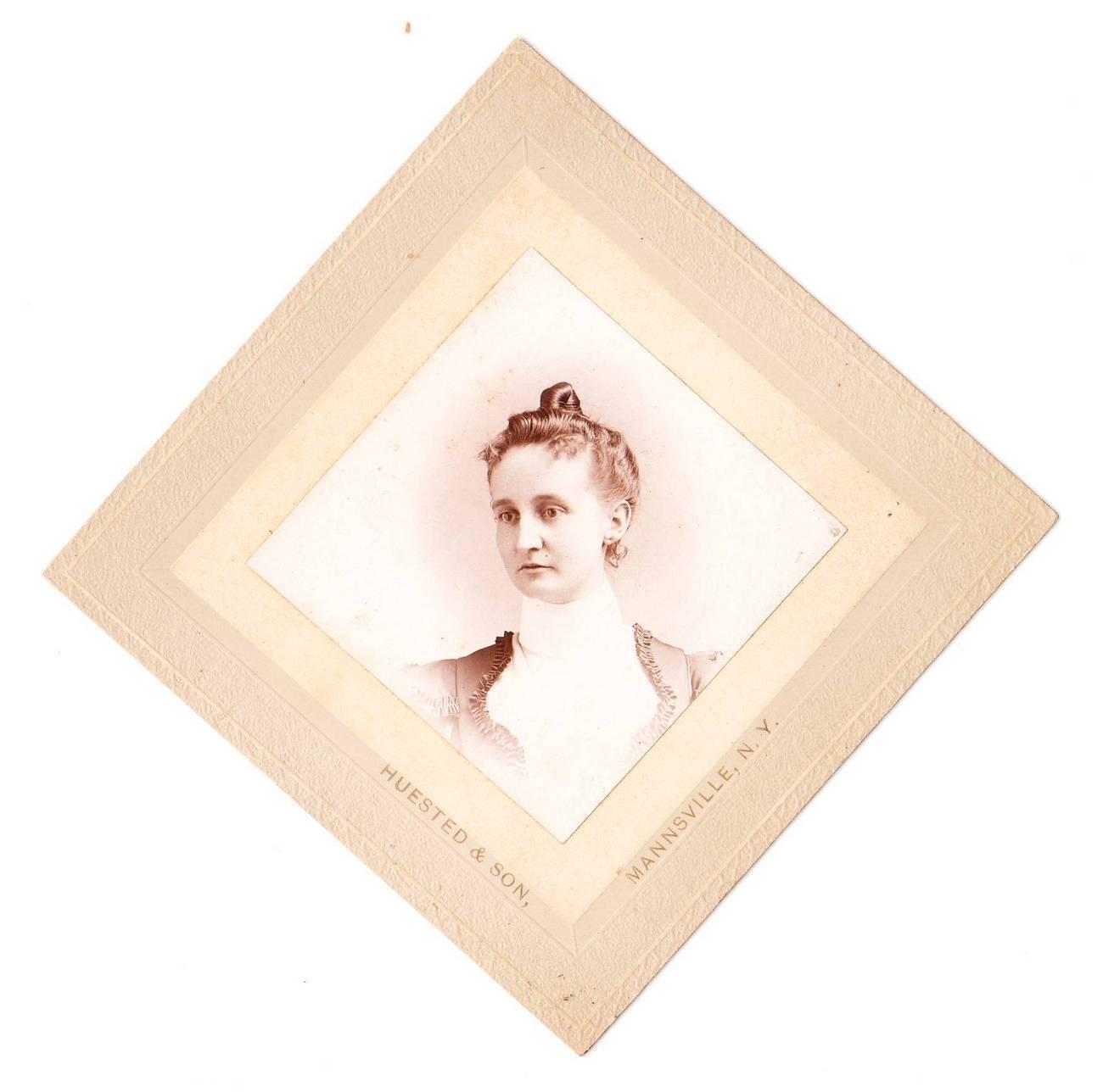 Card photo woman hosilton