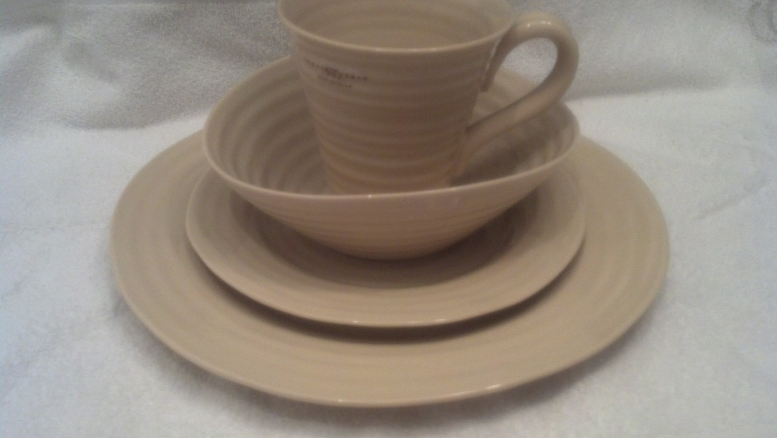 Sophie Conran 4 Piece Place setting set. Biscuit, Dishes, Kitchen Dishes - NEW