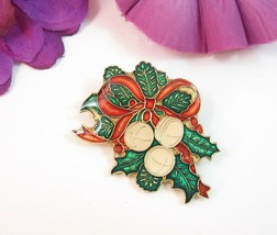 1980 Centennia CHRISTMAS BELLS Enamel PIN Vintage Green Holly Red Bow Go... - $12.99