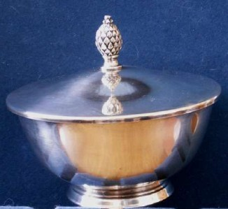 PAUL REVERE REPRODUCTION ONEIDA FINIAL COVERED BOWL