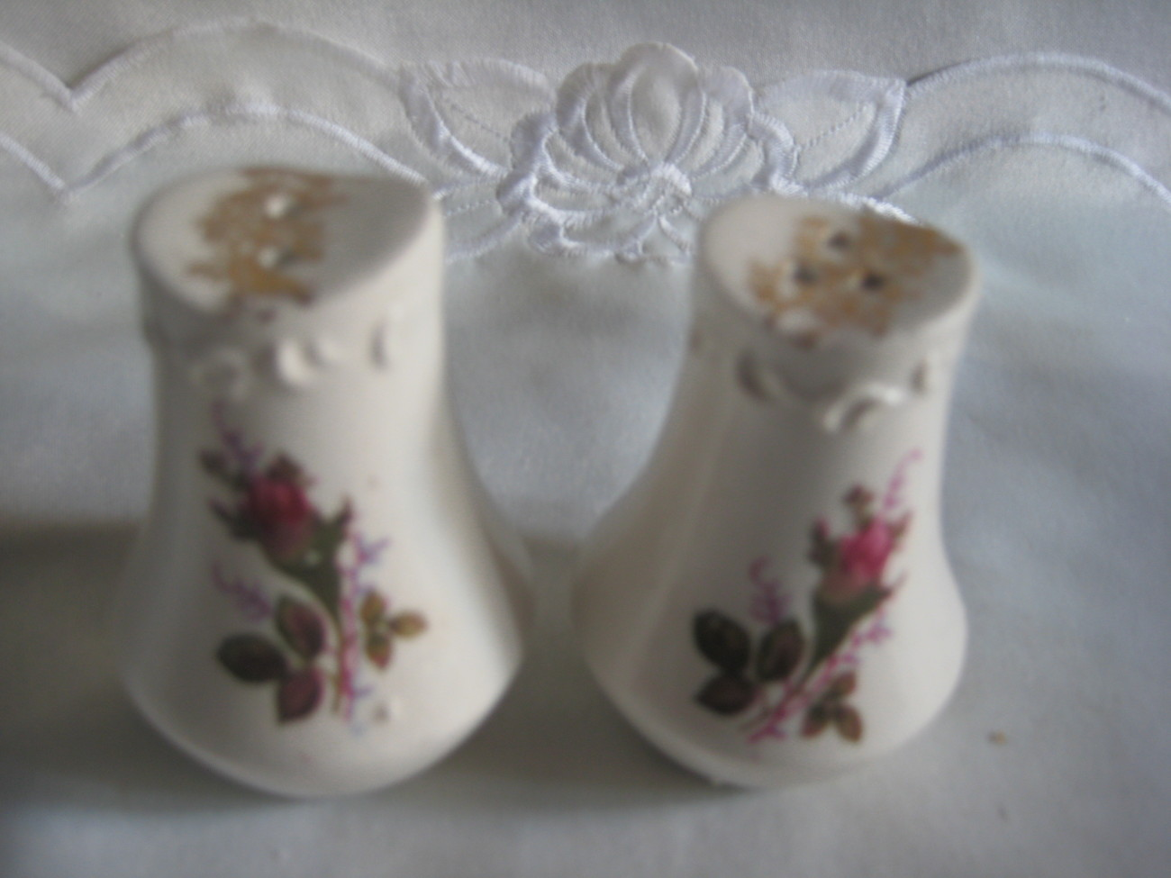 Lovely Salt & Pepper shakers