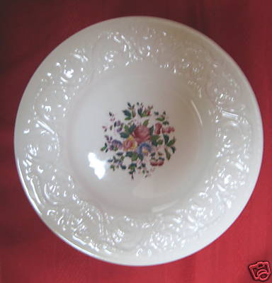 WEDGWOOD SWANSEA PATRICIAN-LUNCHEON PLATE - MINT