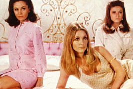 Valley Of The Dolls Sharon Tate Patty Duke 18x24 Poster - $23.99