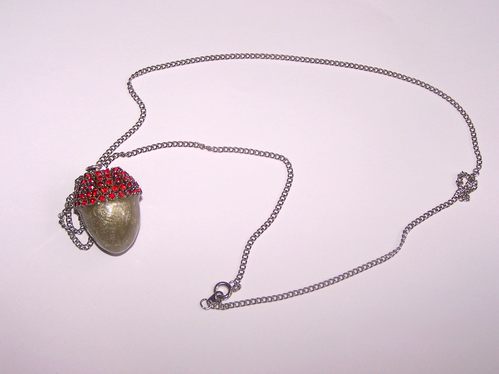 Q red silver acorn