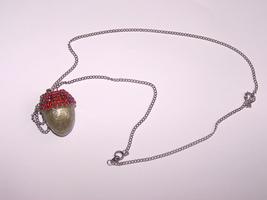 Q red silver acorn thumb200