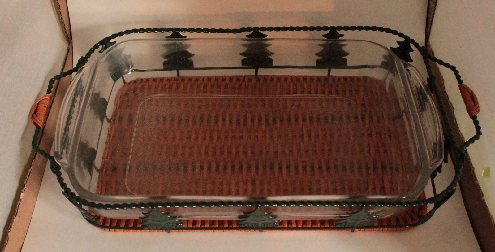 037 037 Vintage Pyrex Christmas Pine Tree Casserole Carrier
