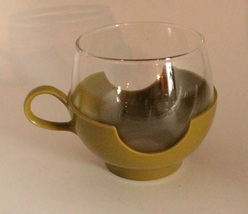 Vintage 70s Pyrex roly-poly glass in lime green plastic cup holder - $0.00