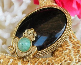 Vintage Frog Toad Brooch Pin Polished Stone Cabochon Gold Tone Frame - £18.90 GBP